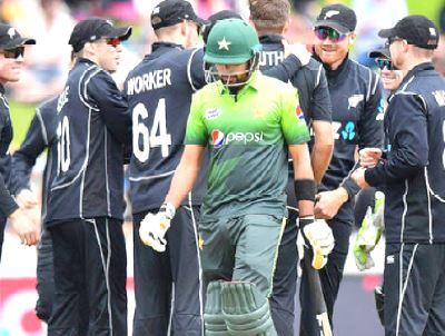New Zealand beat Pakistan by 61 runs (D/L)