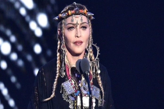 Twitter roasts Madonna for Aretha Franklin VMAs tribute