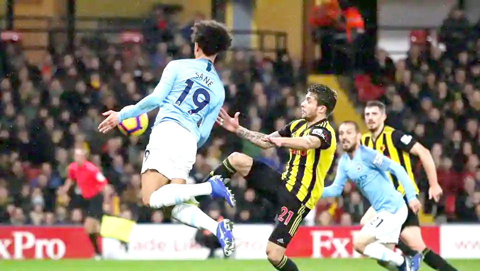 Man City withstand