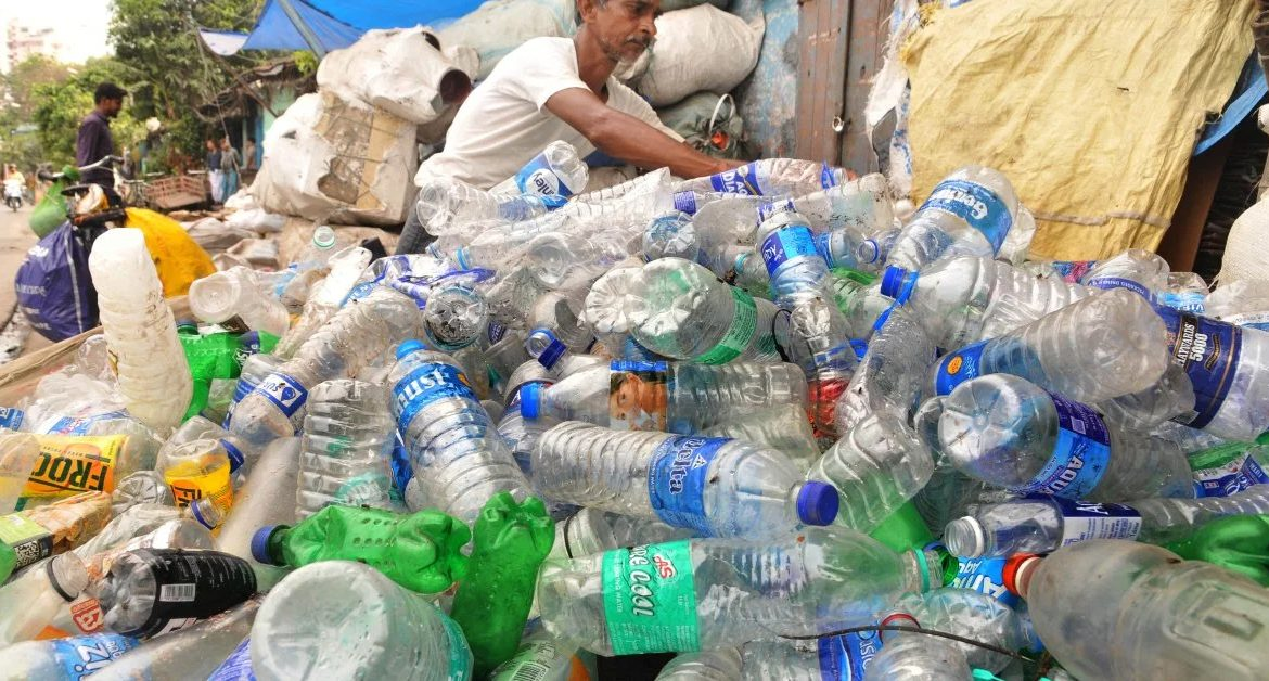 India to ban 6 single-use plastic products from Oct 2