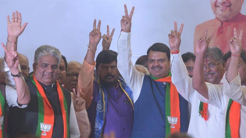 BJP-Sena get majority in M'rashtra, hung Assembly in Haryana