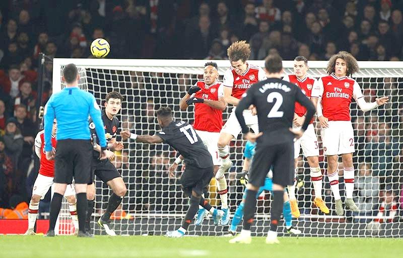 Arsenal dominate Manchester