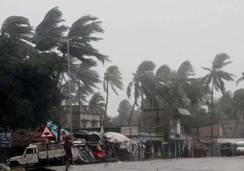 Cyclone 'Amphan' batters Bengal, Odisha as 6.5 lakh evacuated, 3 dead