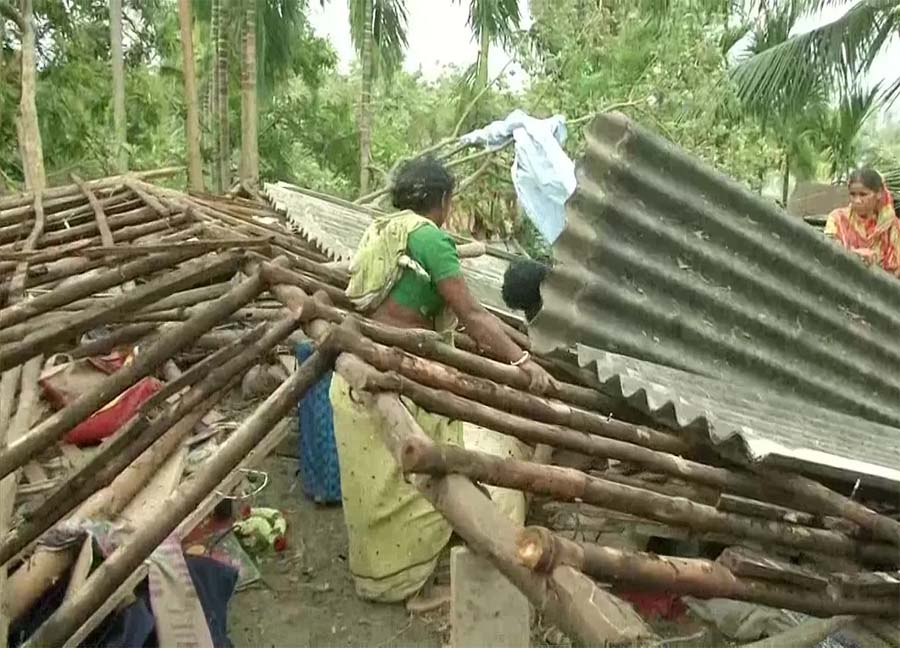Cyclone toll in Bengal rises to 77, PM arrives to take stock
