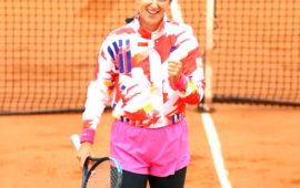 'Sitting duck' Azarenka wins Roland Garros opener in 'ridiculous' cold