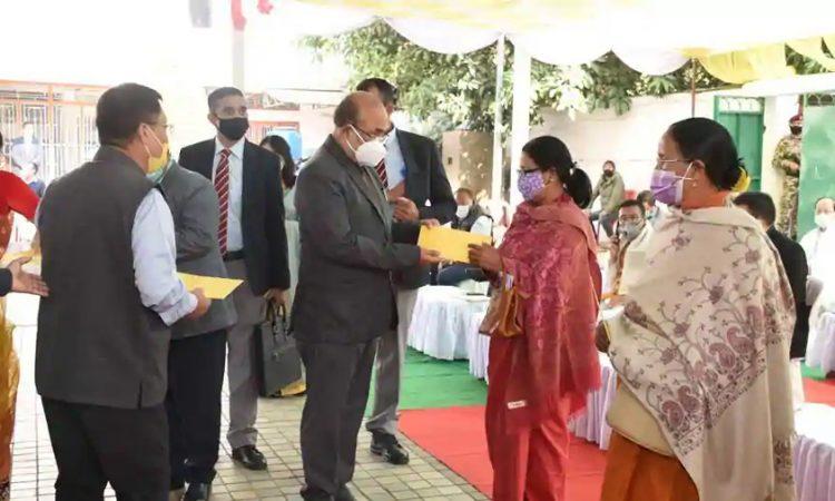 Manipur CM hands over loan