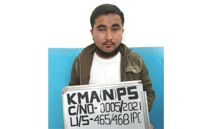 Man arrested for duping people