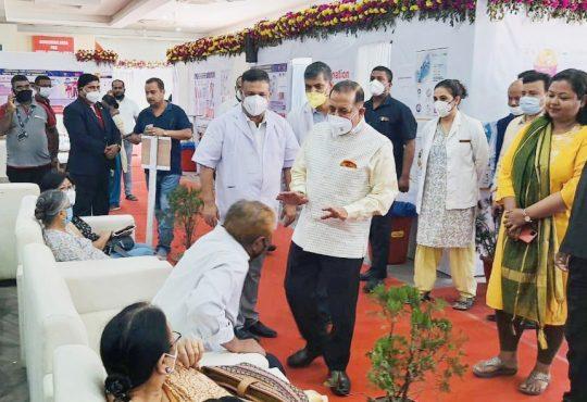 Jitendra Singh visits Covid vaccination centre