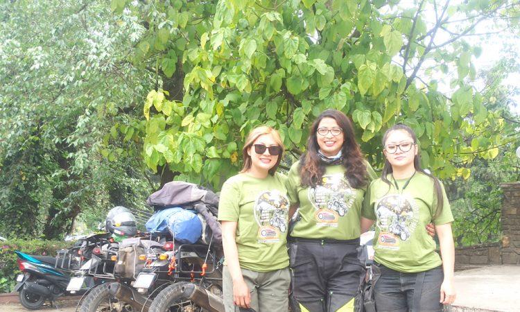 3 female riders