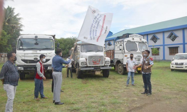 DC Dimapur flagging off relief materials 1