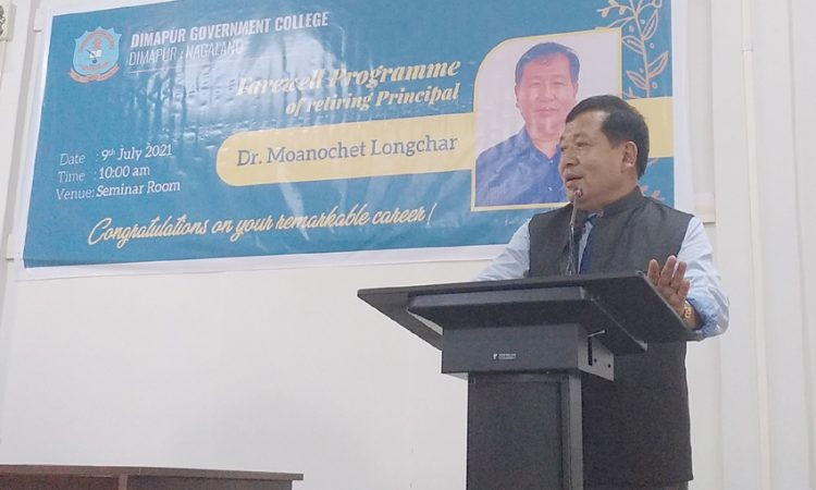 Dr. Moanochet delivering farewell speech