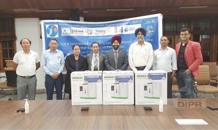 Rotary International Clubs Donates